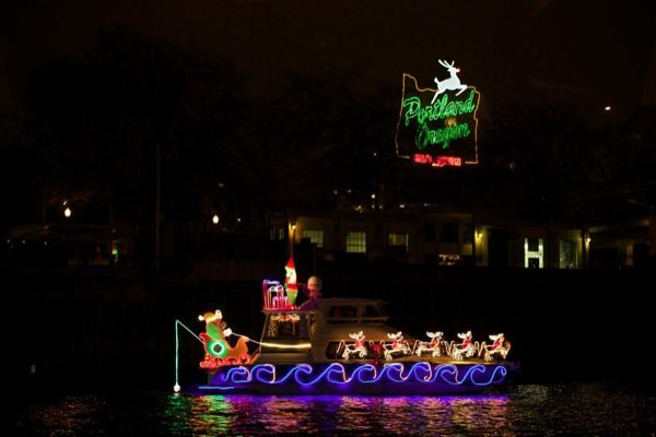 portland christmas ships parade schedule viewing locations pictures 60 boats columbia willamette rivers