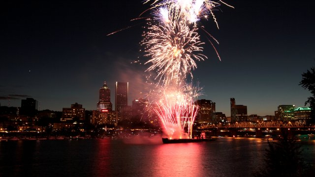 Portland July 4th Fireworks Time-lapse on Vimeo by Even Q